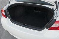 Багажник у Infiniti немного шире, чем у BMW, что весьма практично.