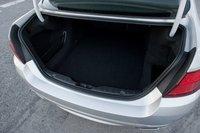 Крышка багажника BMW имеет электрический привод, так же как и спинка заднего сидения (опционально), на случай, если вам понадобится много места для багажа.
