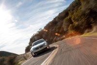 BMW 550i очаровал нас своим плавным и мощным мотором и великолепной автоматической трансмиссией. Он по-прежнему хорошо проходит повороты, но было бы еще лучше, если бы его электронный усилитель руля давал водителю больше информации о происходящем на дороге.