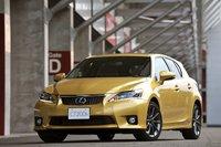 4,3 метра — рекорд по компактности для Lexus. Кстати, CT200h — первый произведенный этим концерном хэтчбек. Коэффициент сопротивления воздуха составляет: для модификации с 15-дюймовыми колесами — 0.284, для модификаций с 16- и 17-дюймовыми колесами — 0.290. Фары оснащены светодиодными дневными ходовыми огнями. Не исключено, что подобный дизайн верхней и нижней радиаторных решеток будет впоследствии применяться и на других моделях от Lexus. На фото изображена модификация F-Sport, топовая спортивная модификация концепции «F» от Lexus LFA.