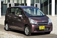 Для Daihatsu Move доступно 8 цветов окраски кузова. На фото представлен автомобиль цвета «Silky Maroon Crystal Metallic». Стоимость модели составляет от 1120000иен, около $13500 («L»/передний привод) до 1441000 иен, около $17360 («X» Limited/полный привод).