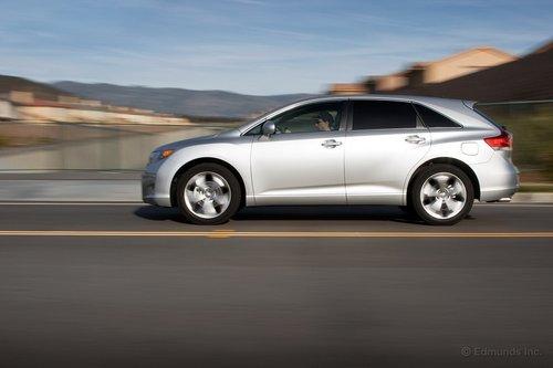 Команда Toyota проделала большую работу, чтобы их большой универсал не выглядел как большой универсал.