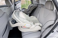 Детские автомобильные кресла так же помещаются без проблем.