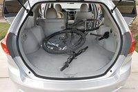 Хотите перевезти свой горный велосипед? В багажник Venza он поместится без труда, даже если на заднем сидении установлено детское кресло.