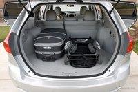 В багажнике Venza без труда разместятся большой чемодан и детская коляска, и еще останется место для пары небольших сумок.