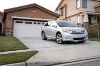 Такой автомобиль будет смотреться на вашей подъездной дорожке лучше, чем минивэн? Возможно.