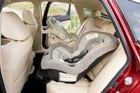 Хотя здесь по-прежнему можно закрепить два детских кресла, вокруг не будет так просторно, как в Toyota.