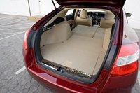 Сложите задние сидения Honda Accrod Crosstour и получите 1450 литров.