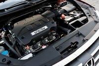 3,5-литровый V6 Crosstour выдает 271 л.с. Неплохо для семейного универсала.