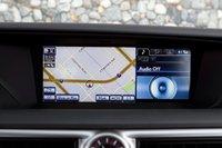 Для GS Toyota предлагает 12,3-дюймовый дисплей для опциональной системы навигации.