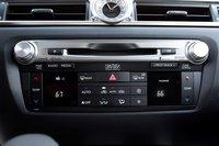 Опциональная аудио система Mark Levinson абсолютно фантастическая — 835ватт и 17динамиков. Регуляторы громкости и настройки превосходны, а вот кнопки системы климат-контроля производят впечатление дешевых.