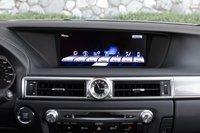 Вот это дисплей! Иконки Info/Apps позволяют пользоваться приложениями, установленными на вашем телефоне через Lexus Enform 2.0.