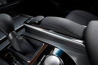 Это второе поколение системы Lexus Remote Touch с контроллером. Как и прежде, он дополнен удобной подушкой для запястья.
