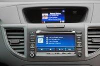 Если ваш смартфон поддерживает Pandora, вы можете просматривать альбомы, когда телефон подключен в разъем USB.
