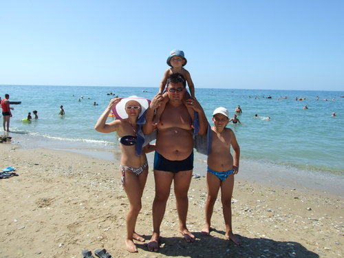 Мал дети на море 17
