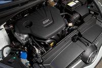 … кроется 1,6-литровый рядный четырехцилиндровый мотор с системой непосредственного впрыска топлива, экономичный и неспешный. С ним (138 л.с. и 166 Нм) Veloster разгоняется с нуля до 60 миль/час за 10,2 секунды.