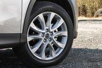 Только дизельная модификация оснащена 19-дюймовыми алюминиевыми дисками (которые больше стандартных 17-дюймовых).