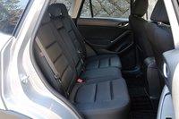 Расположение задних сидений. Сидения модели XD обиты рельефной тканью «Active cross».