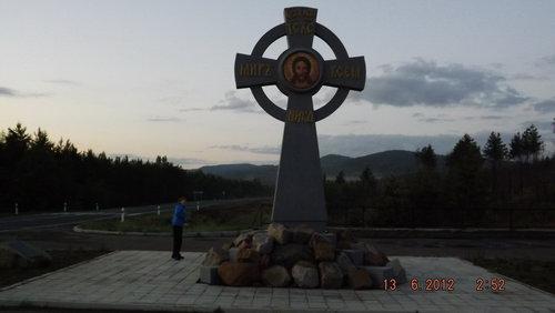 Мемориальный одиночный комплекс с крестом Майский памятник с ангелом Камышин
