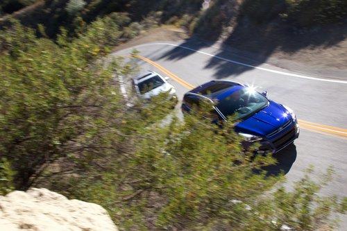 Мы считаем, что Ford Escape выглядит более современно и интересно.