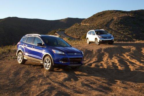 Легкое бездорожье (езда по небольшому количеству грязи, если быть точными) – это все, с чем могут справиться эти SUV.