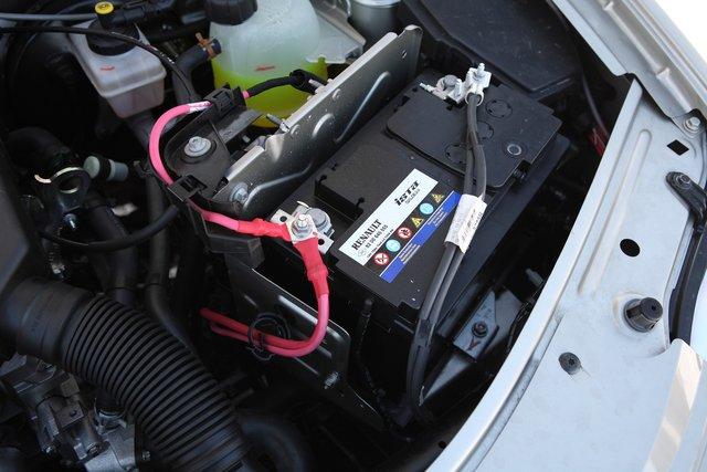Аккумулятор на Ларгусе мощный: его емкость 70Ah, а пусковой ток — 720 A по методике EN