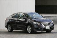 В соответствии с предпочтениями пользователей всего мира новая модель стала на 65мм шире по сравнению с предшественником. Автомобиль оснащен габаритными фонарями с шестью светодиодами, а также указателями поворота, встроенными в боковые зеркала (стандартное оснащение для версий X и G). Наряду с Note и Latio, Sylphy является частью глобальной стратегии компании Nissan. Ожидалось, что месячный уровень продаж новой модели в Японии не превысит 600автомобилей, однако уже только в первый месяц продаж количество предзаказов достигло 2372, что почти в четыре раза превысило ожидаемый показатель. По продажам в декабре на внутрияпонском рынке новый Sylphy занял почетное первое место среди седанов и 19-е вобщем рейтинге.