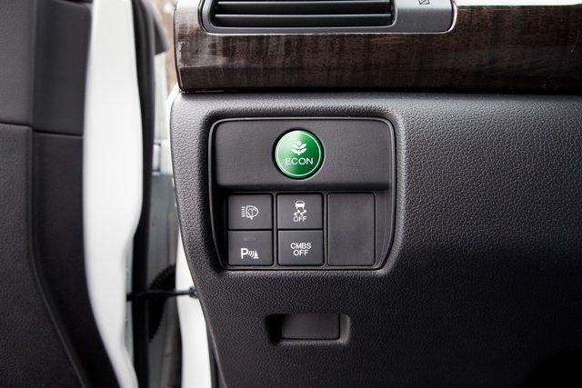 Кнопка «Есо» превратит Accord в вальяжный и неспешный (но и экономичный!) седан бизнес-класса