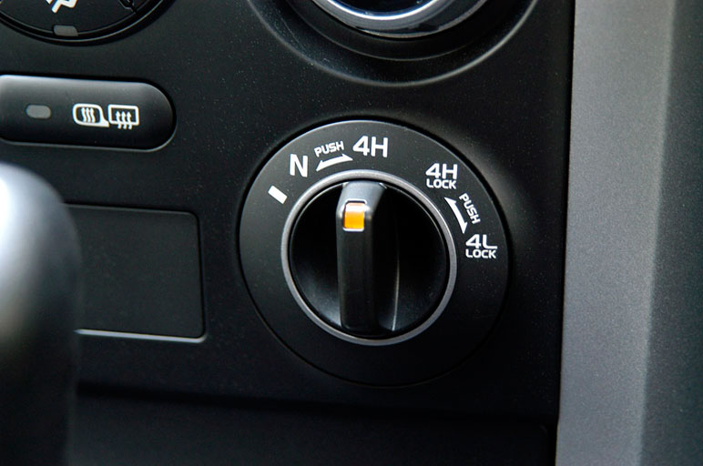 Если выбрать режим «прямая передача / малый ход», то, наверное, каждый водитель убедится, что он - за рулем автомобиля повышенной проходимости.
