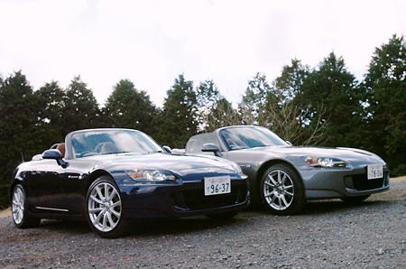 На площадке, где была организована презентация, стояли рядом две машины S2000 – старая модель (справа) и новая модель (слева). Как можно видеть, на новую модель ставят колеса размером 17 дюймов