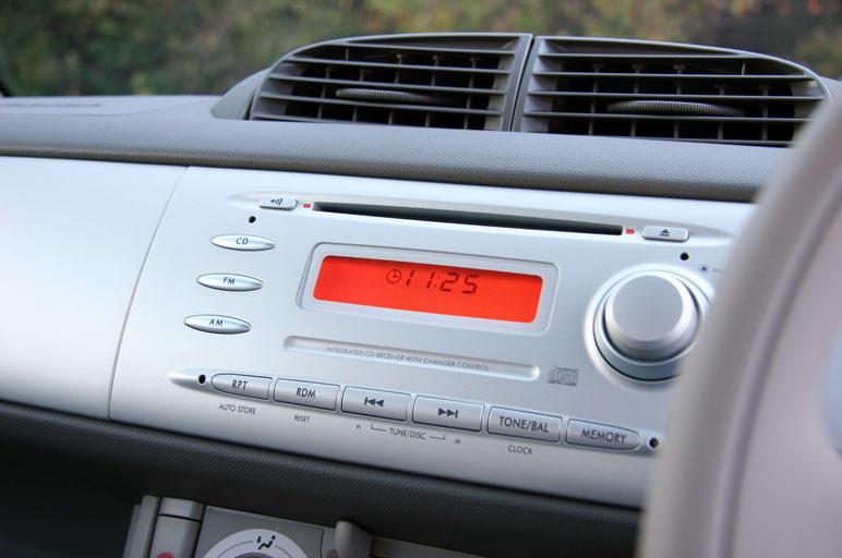 Из кондиционера выходит не просто охлажденный или теплый воздух. Он к тому же еще и витаминизирован (содержит молекулы витамина  С).