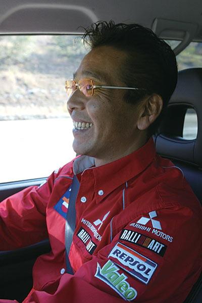 Пилот Масуока Хироси за рулем.