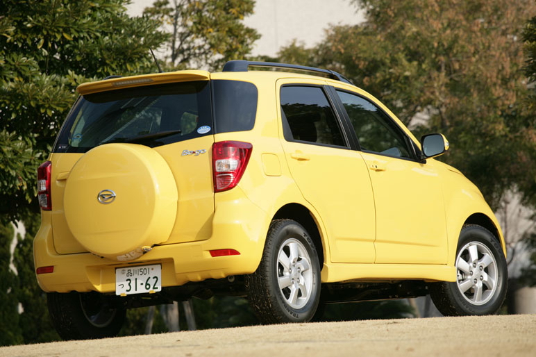 Перечень опций, предлагаемых владельцам автомобилей Daihatsu Be-Go: - Навигационная система HDD, которая имеет доступ в сеть G-Book Alpha – 262,5 тыс. иен; боковые пневматические подушки безопасности SRS + подушки безопасности SRS типа «штора» - 92,4 тыс. иен; улучшенная полировка кузова машины типа   «Premium» - 52,5 тыс. иен; обработка кузова машины для активной зимней езды – 21 тыс. иен; защитный экран от летящих камней и декоративные рельсы на крыше – 42 тыс. иен; ксеноновые лампы для передних фар прожекторного типа  - 47,25 тыс. иен; снаряжение машины для эксплуатации в холодном климате – 17,85 тыс. иен.