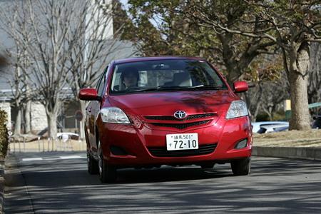По сути дела это-все та же разновидность стратегически важного для компании автомобиля Toyota Vitz, выполненная в 4-х дверном кузове.