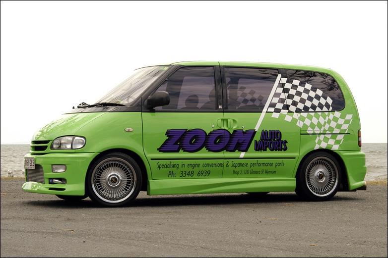 Свой первый показательный трек в четверть мили 1760-килограммовый микроавтобус прошел ровно за 14 секунд с максимальной скоростью 163 км/ч!