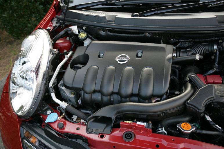 На автомобиле Micra С+С Sport 1.6 ставится мотор мощностью в 110 лошадиных сил. Плюс к этому вес машины меньше, чем у автомобиля March «элементарного» исполнения на целых 130 кг.