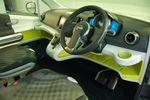 Nissan NV200.